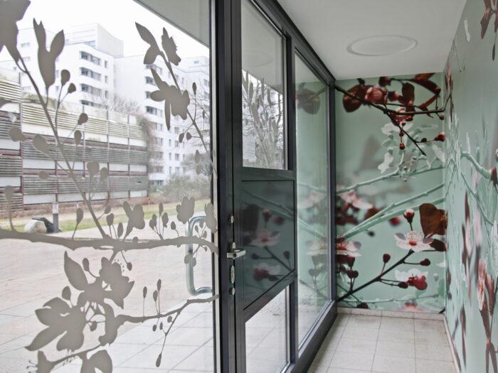 Gestaltung Hochhauseingang als Schaufenster