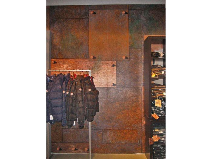 Retail Design in Rost-Optik für die Streetwear