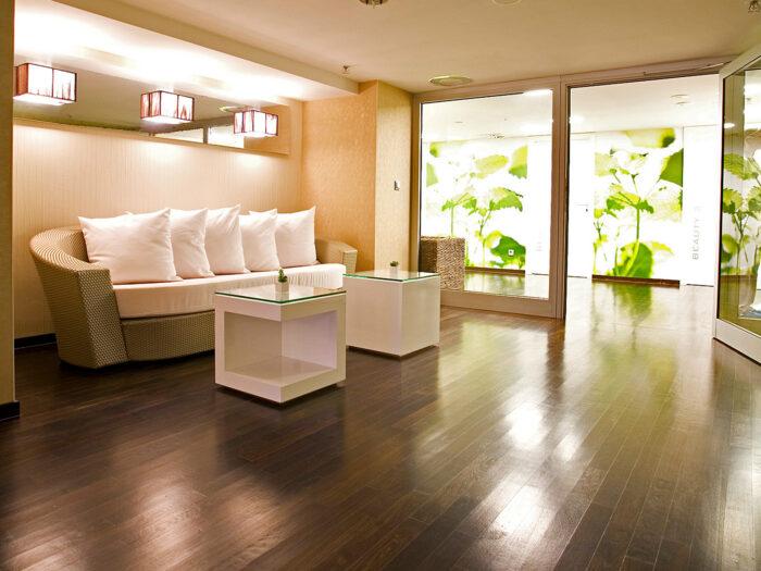 Wandgestaltung Hotel Wellness-Bereich erfrischendem Motiv